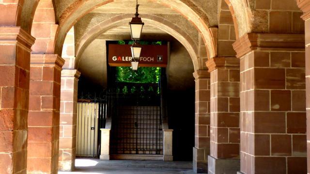Entrée de la galerie Foch à Rodez