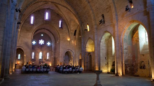 Vue intérieure de l'église de Sylvanès