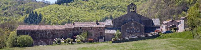 Vue de l'abbaye de Sylvanès